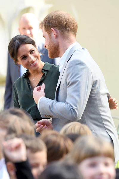 Фото №2 - Язык тела: что говорят о членах королевской семьи их жесты