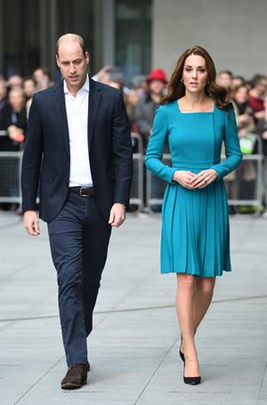 Фото №13 - 6 знаковых нарядов герцогини Кембриджской, которые она носит уже 6 лет