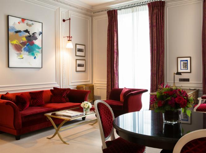 Фото №2 - Новая услуга в отеле La Réserve Paris: каждому гостю – по батлеру