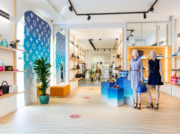 Фото №1 - Louis Vuitton открыл Pop Up магазин в Санкт-Петербурге