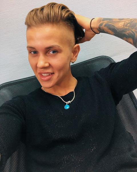 Фото №1 - Экс-звезду «Пацанок» Ксению Милас обвиняют в нападении с ножом на приятельницу