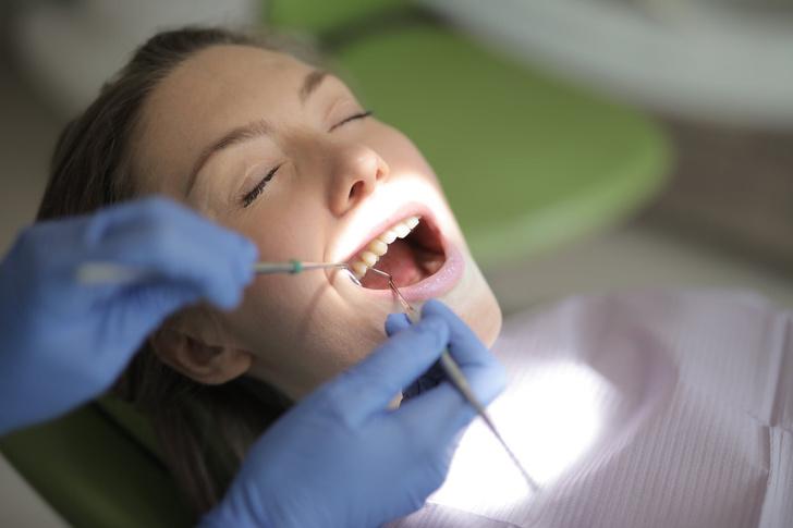 Фото №1 - Скрытая угроза: стоматологи назвали причины незаметного разрушения зубов