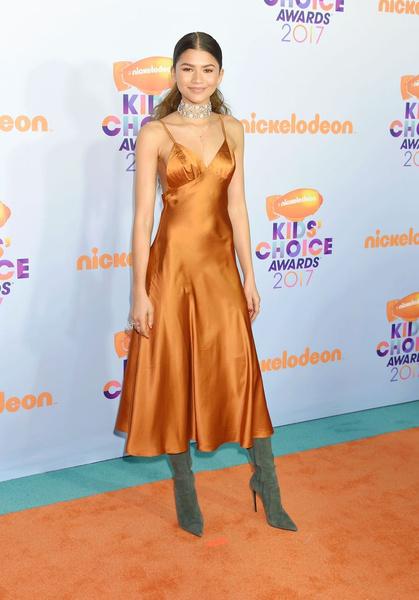 Фото №1 - Ты не поверишь, сколько стоило платье Зендаи на Kids' Choice Awards!