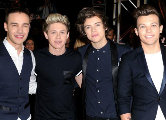 Фото №1 - Группа One Direction представила новый клип на песню «Kiss You»
