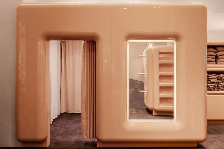 Фото №3 - Поп-ап бутик Ким Кардашьян в Париже