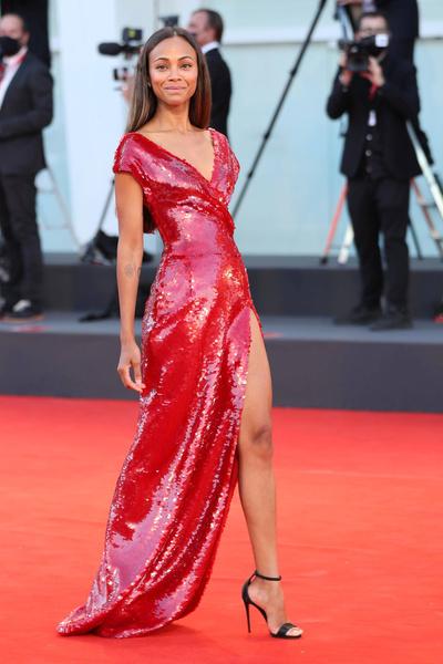 Фото №5 - 7 самых красивых звездных мам на красной дорожке Венецианского кинофестиваля-2021