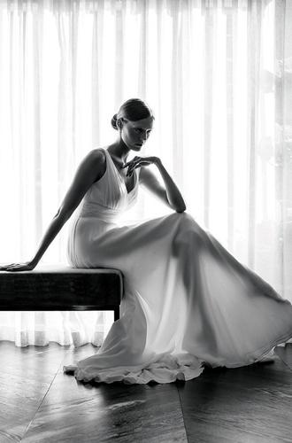 Фото №8 - Концепция дизайна свадебного платья Меган Маркл меняется в угоду Королеве