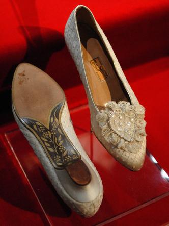 Фото №2 - Загадка принцессы: секрет свадебных туфель Дианы Спенсер
