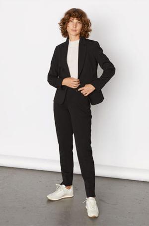 Фото №14 - Герцогиня-дизайнер: как выглядит новая коллекция одежды от Меган