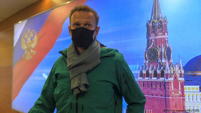 Фото №1 - «Встреча во Внукове»: реакция соцсетей и властей на возвращение и задержание Навального