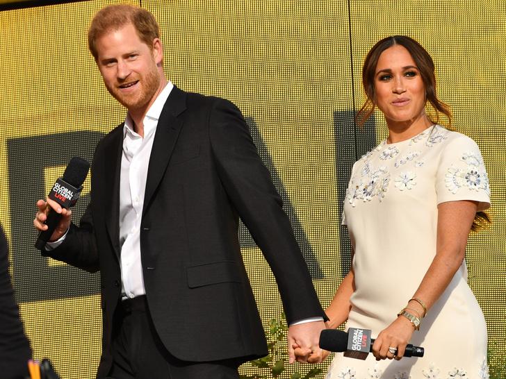 Фото №2 - Перезагрузка: зачем Гарри и Меган вторая свадьба