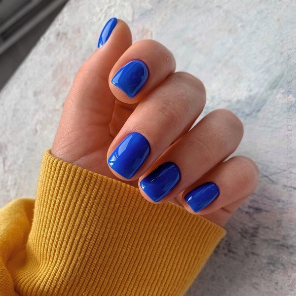 Фото №3 - Модный маникюр на короткие ногти 2021