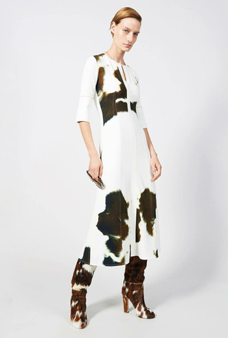 Фото №14 - Коровий принт – новый модный конкурент «леопарда» и «зебры»