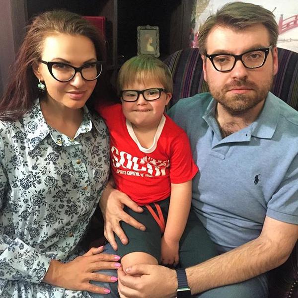 Фото №4 - Звездные семьи, которые только казались идеальными