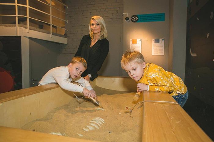 Фото №5 - Звездные семьи открыли сезон антропологии