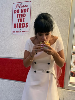 Фото №8 - Самые стильные звездные невесты 2020 года, которые нас впечатлили