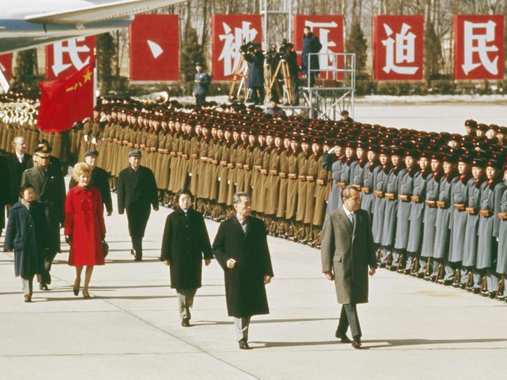Фото №13 - 12 самых скандальных нарядов Первых леди, за которые им досталось от прессы