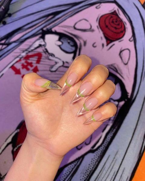 Фото №1 - Френч в середине ногтя: новый тренд от Амины Tenderlybae 🤩