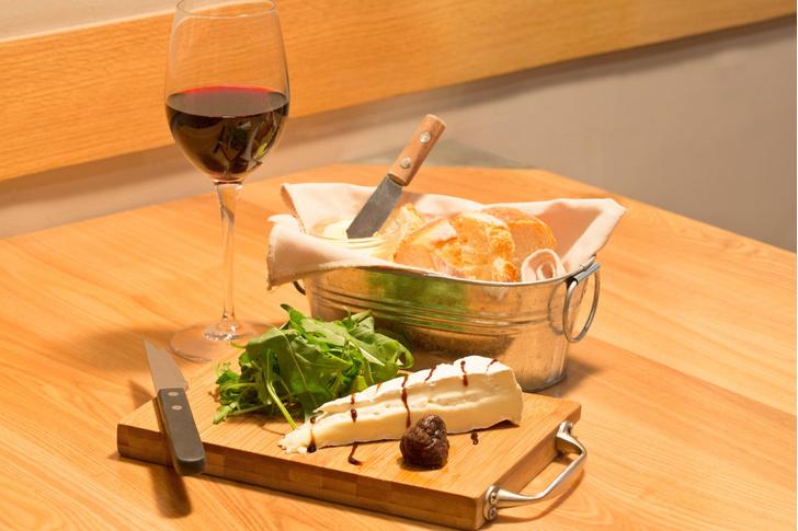 Фото №1 - Баранина, сыр и вино помогут избежать болезни Альцгеймера