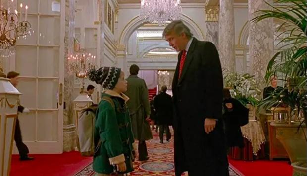Фото №1 - Канадский телеканал вырезал Дональда Трампа из фильма «Один дома— 2»