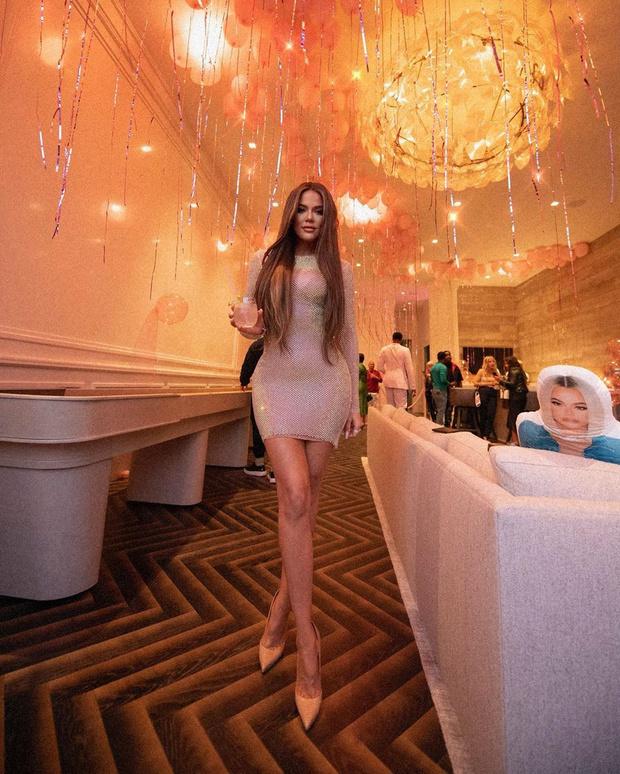Фото №1 - Ах, эти ноги: Хлои Кардашьян подтвердила статус самой длинноногой сестры звездного семейства
