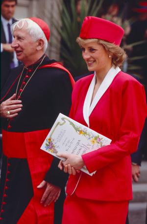 Фото №69 - 70 красных нарядов: как принцесса Диана носила любимый цвет