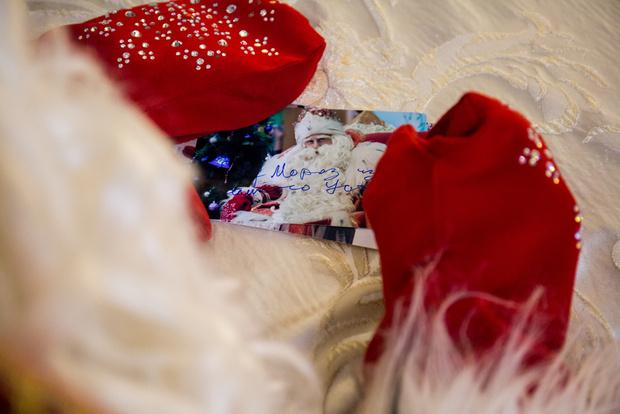 Фото №2 - Зачем Деду Морозу купальник, и еще 9 детских вопросов зимнему волшебнику