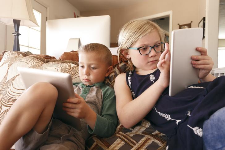 Фото №1 - Ученые выяснили, как гаджеты меняют интеллект ребенка