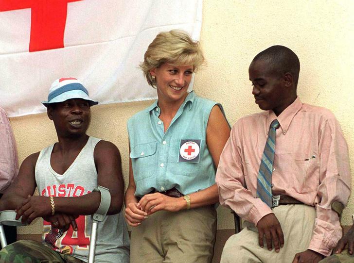 Фото №1 - Как Гарри почтит память принцессы Дианы во время визита в Африку