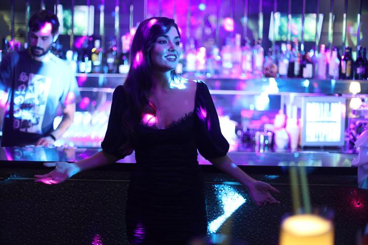 Фото №4 - 5 стильных образов главной героини сериала «Постучись в мою дверь»