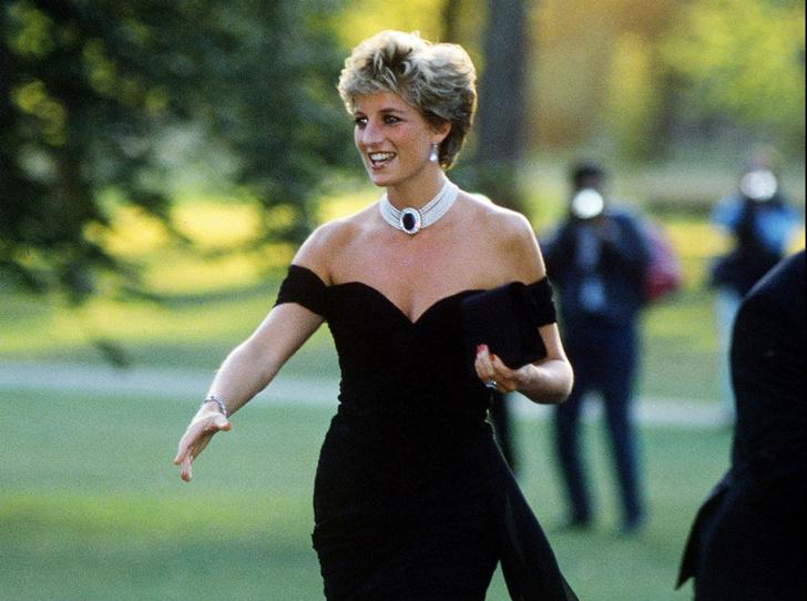 Фото №1 - Самый знаменитый наряд Дианы: подлинная история «платья мести»