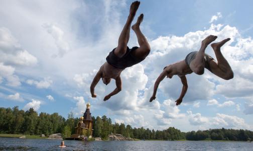 Фото №1 - Эпидемиологи назвали озера Ленобласти, где можно купаться