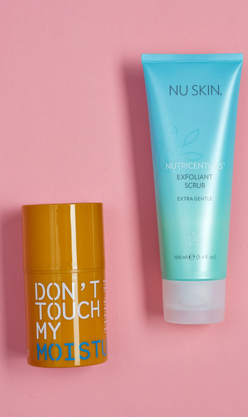 1. Увлажняющий крем Don't Touch My Moisturizer, Don't Touch My Skin, Moisturizer. 2. Отшелушивающий скраб Exfoliant Scrub Extra Gentle, Nu Skin.