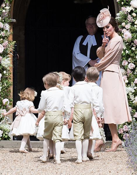 Фото №11 - Герцогиня Кембриджская в роли няни на свадьбе сестры (фото)