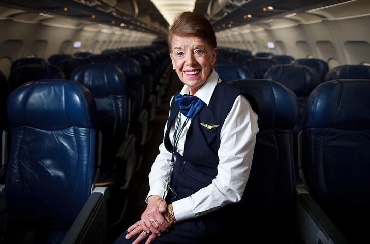 Фото №1 - Назван возраст самой пожилой стюардессы в мире