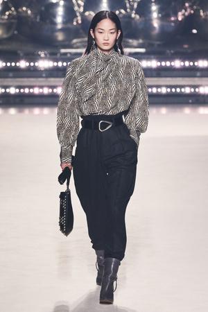 Фото №18 - Вместо джинсов: модные брюки осени и зимы 2020/21