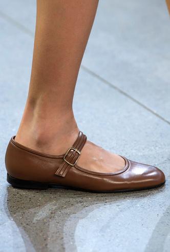 Фото №47 - Самая модная обувь весны и лета 2020: советы дизайнеров