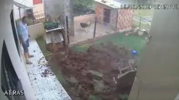 Фото №1 - Видео, в котором мужчина бросил спичку в заполненную бензином нору суслика, стало вирусным