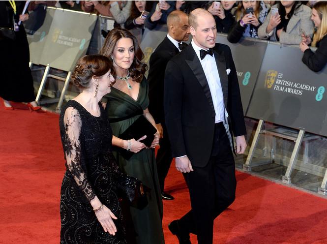 Фото №6 - Почему платье Скарлетт Йоханссон на Met Gala оказалось самым рискованным