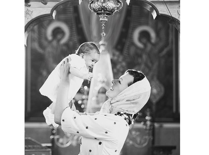 Фото №2 - Милла Йовович крестила дочь