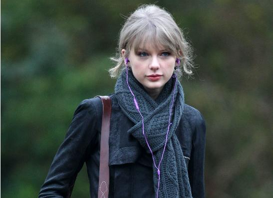 Фото №1 - Тейлор Свифт выпустила альбом «Red»