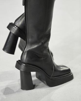 Фото №14 - Самая модная обувь осени и зимы 2021/22