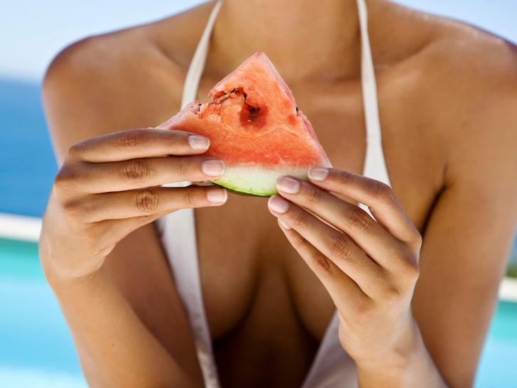 Фото №3 - 6 продуктов, которые опасно употреблять в жару (и почему)