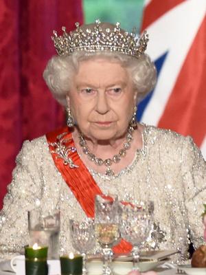 Фото №4 - Неожиданная причина, почему королевские особы не любят носить тиары