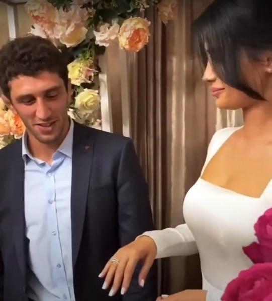 Фото №1 - Гость со свадьбы Заурбека Сидакова раскрыл, что оскандалившаяся невеста пыталась покончить с собой