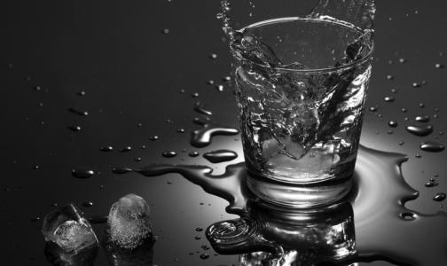 Фото №1 - Главный нарколог Минздрава объяснил, почему россияне любят водку