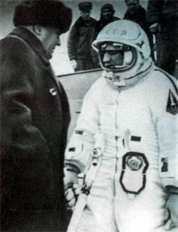 Последние напутствия перед стартом «Восхода-2» руководителя полетом С. П. Королева. Байконур, 18 марта 1965 г.