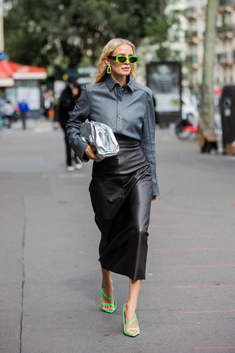 Фото №10 - Как носить кожаные рубашки: стильные идеи на каждый день