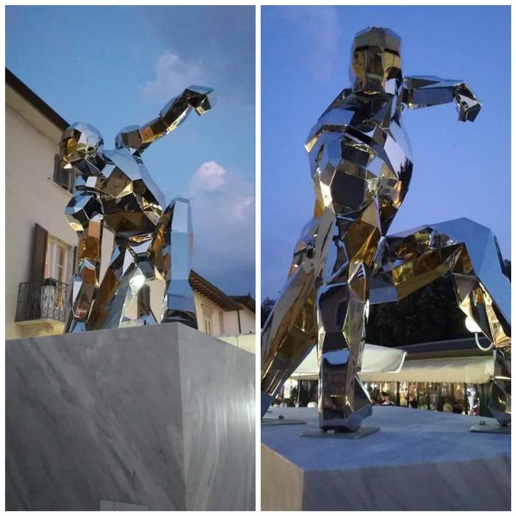 Фото №2 - В Италии установили четырехметровый памятник Тони Старку (фото)