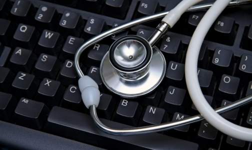 Фото №1 - Российских врачей будет учить компьютер